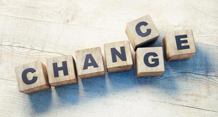 Würfel Chance Change auf Holztisch