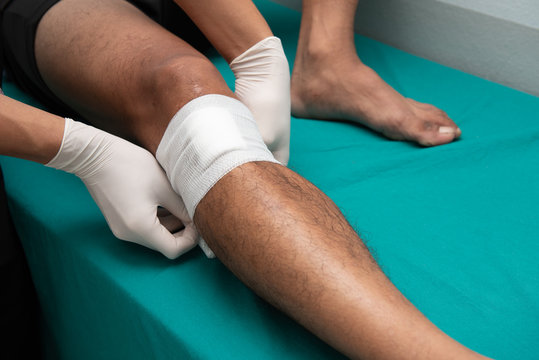 Nurses make leg ulcers in emergency room.