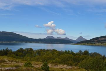 Blick auf norwegischen Fjord von Berg aus 1; SJobakken, Nesna, Norwegen