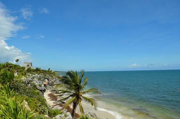 Mayastätte Tulum in Mexiko 1; Aussicht mit Ruine und Meer