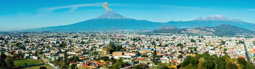 Zelfklevend Fotobehang Centraal-Amerika Landen Eruption of Popocatepetl Volcano over the town of Puebla, Mexico, panoramic view