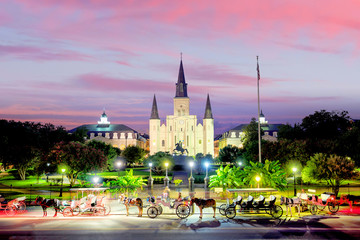 Zelfklevend Fotobehang Centraal-Amerika Landen Saint Louis Cathedral and Jackson Square in New Orleans, Louisiana, United States