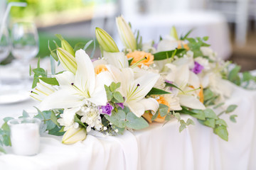Beautiful fresh flowers table decoration in a restaurant for a special event