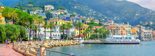 Staande foto Kust Panorama of the embankment on the Amalfitan coast of Italy, Campania, Italy
