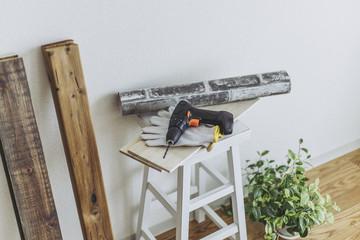 DIYの材料と電動ドリル