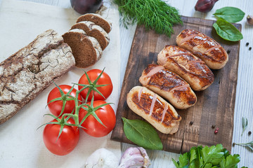Grilled sausages with rye bead and tomatoes