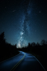 Spoed Foto op Canvas Nacht snelweg Curvy road with shooting star and Milkyway above