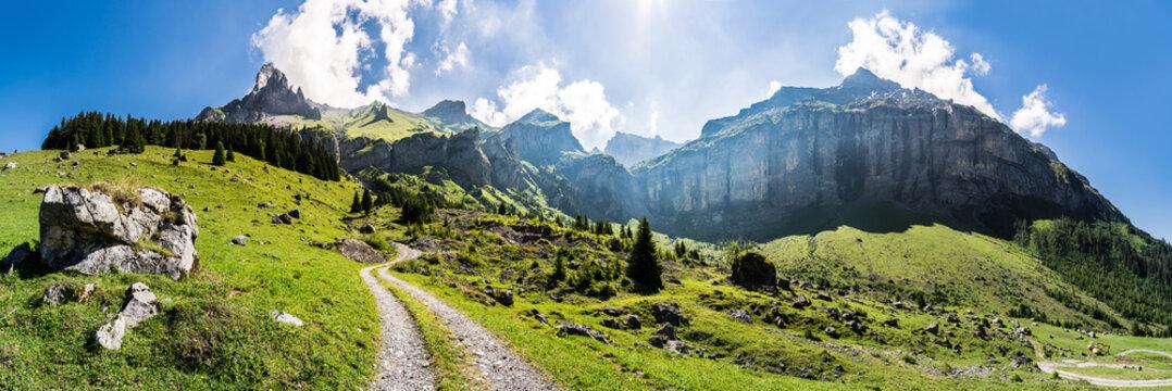 Wanderweg vom Kandertal, Blausee Mitholz, ins Kiental, Giesene, Breitwangflue, Berner Oberland, Schweiz