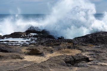 荒天の海の大波