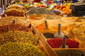 market spices colors red yellow orange food