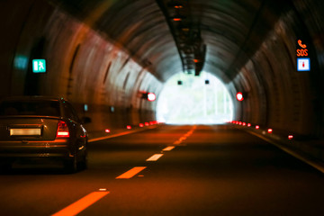 Photo sur Plexiglas Tunnel Curved empty highway tunnel