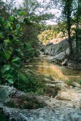 Paysage de rivière en montagne