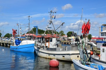 Fischerboote im Hafen von Burgstaaken auf Fehmarn - Ostsee