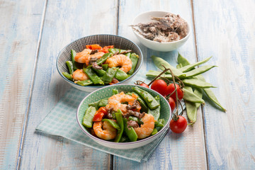 salad with flat green beans shrimp anchovies and tomatoes