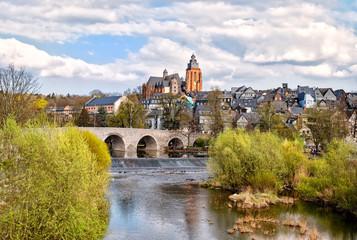 Blick auf der alten Lahnbrücke auf den Dom von Wetzlar