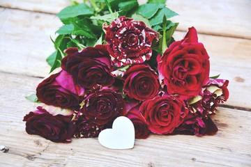 Grußkarte - rote Rosen mit Herz