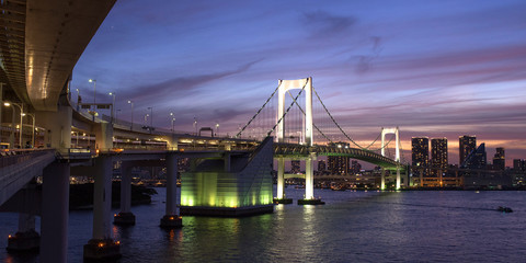 Rainbow Bridge in Tokyo at dusk レインボーブリッジの夕景・夜景