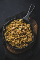 Wholemeal pasta with herbs