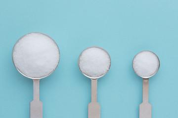 計量スプーンと塩の写真素材