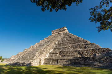 Chichen Itza, El Castillo (Temple of Kukulkan), Yucatan, Mexico