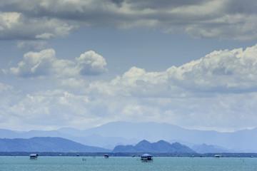 Inselwelt bei Surat Thani bei Fährfahrt nach Koh Samui