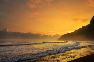 Wall Mural - Hawaiian beach at sunrise