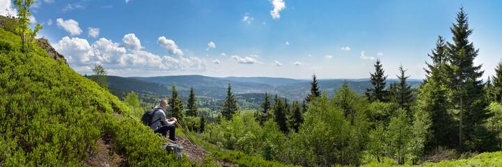 Panorama Thüringer Wald mit Wanderer