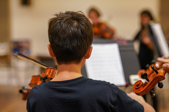 child practicing violin