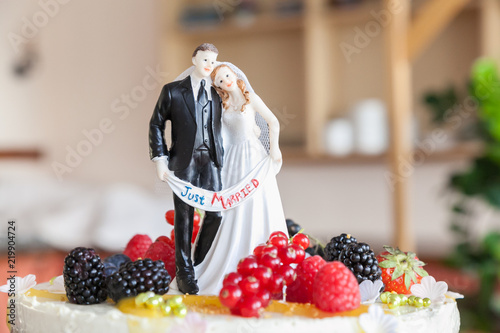 Hochzeitstorte Detail Brautpaar Figuren Stock Photo And Royalty