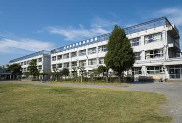 学校の校舎(3階建て)
