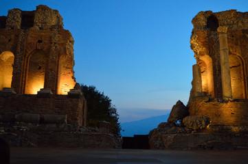 taormina night amphitheater Fototapete