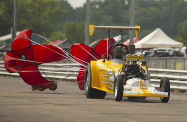 Bill Seals Deploys The Chutes Drag Racing at Eddyville Raceway Park
