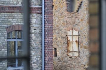 Zwei Farben Industriekultur - alte Steine, Backsteine