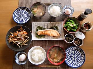 伝統的な日本の朝ごはん 和食