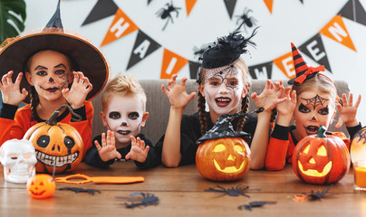 happy Halloween! a group of children in suits and with pumpkins in home Fotoväggar