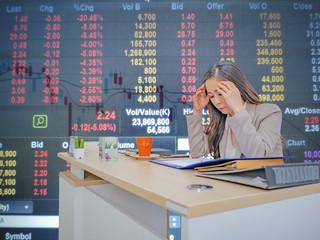 Business women headache becuase Stock market going down