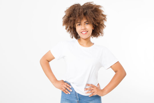 Summer t shirt design and people concept close up of young afro american woman in blank template white t-shirt. Mock up. Copy space. Curly hair. front view.