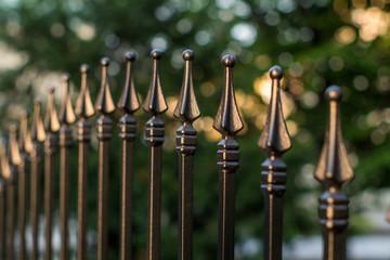 ozdobne ogrodzenie metalowe