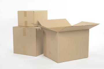 Cajas de cartón, una abierta
