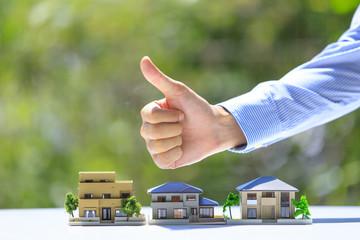 住宅とビジネスマン