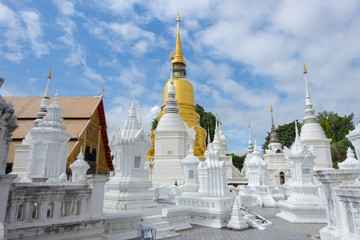 Fototapete - Wat Suan Dok in Chiangmai, Thailand.