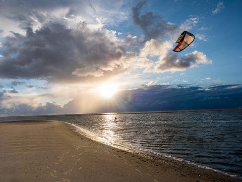Kitesurfer am Ordinger Strand in St. Peter-Ording
