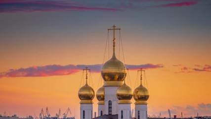 Fotobehang - Onion domes of Russian Orthodox Church The Cathedral of the Feodorovskaya Icon of Our Lady in Saint Petersburg, Russia at sunset. 4K UHD Timelapse.