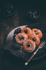 Donuts auf einem Teller