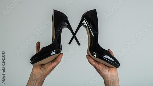 In Close Hands Black UpGrandmother Elderly Shoes Chooses srQdth