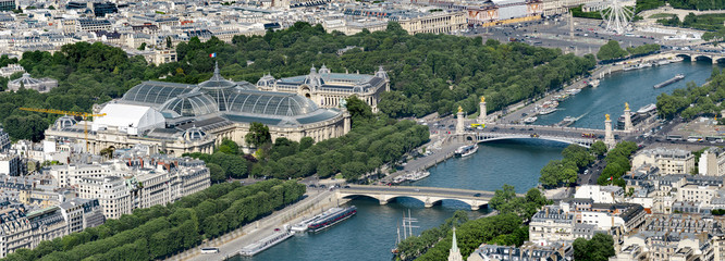 Foto auf Gartenposter Paris Aerial panoramic view of Alexandere III and Invalides bridges on Seine river and Grand Palais and Petit Palais in Paris, France