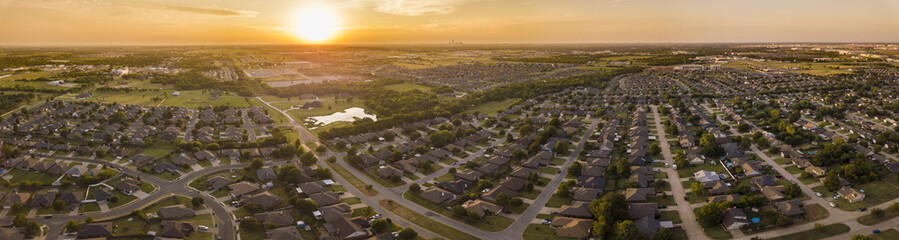 Foto op Canvas Luchtfoto Aerial panorama of planned development and neighborhoods in Oklahoma City at sunset.