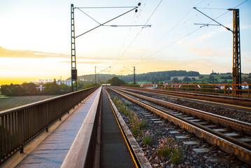 Foto auf AluDibond Eisenbahnschienen HDR Landschaft und Tiere