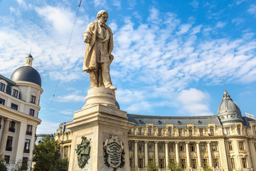 Fototapete - Statue in Bucharest