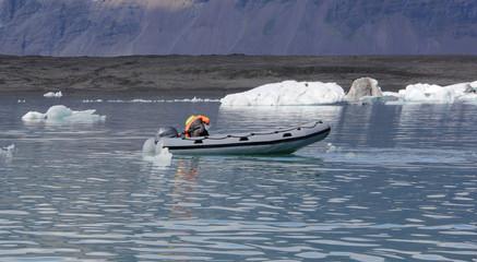 au pied du glacier Jokulsarlon